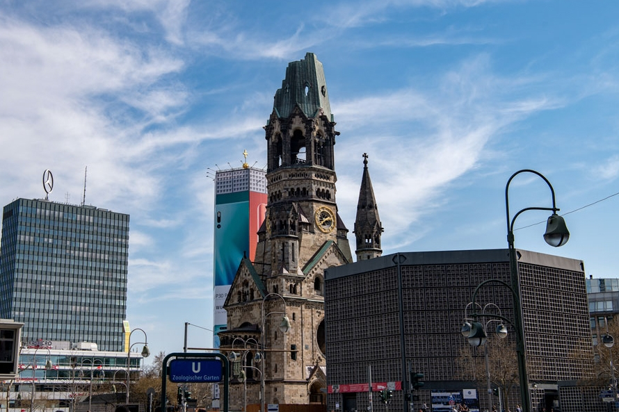 Weekend guide Berlin restaurant guide hotel sights All rights reserved resorochaventyr.se Kaiser Wilhelm memorial church